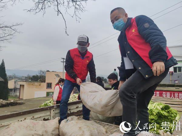 思南:青年志愿者逆行防疫展现人间大爱